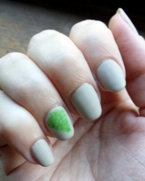 fern-nails-right
