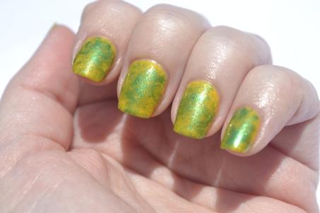 Saran-Wrap-nails-1