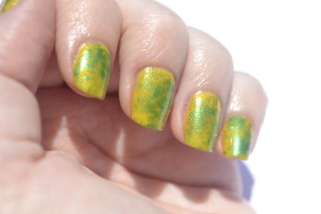 Saran-Wrap-nails-3
