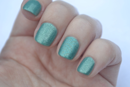 Zoya-Zuza-accent-nail-2
