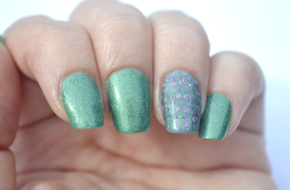 31DC-Day-11-holo-dots-1