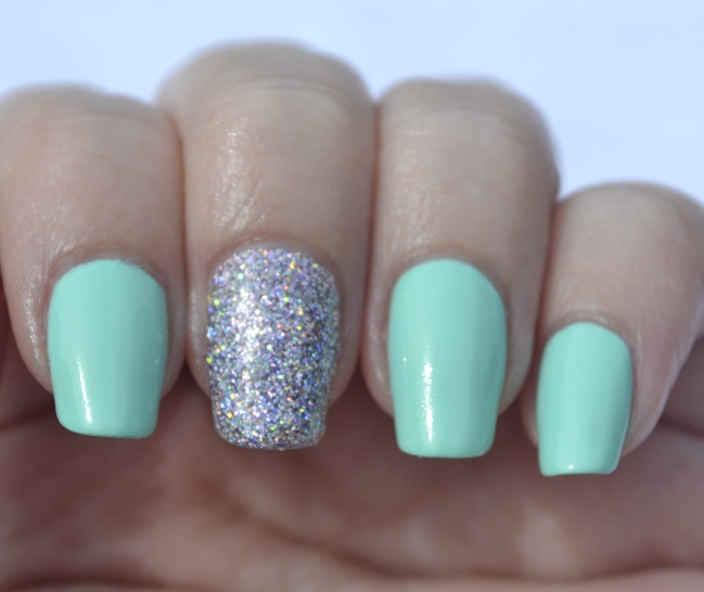 31DC-Day-17-mint-and-holo-glitter-1