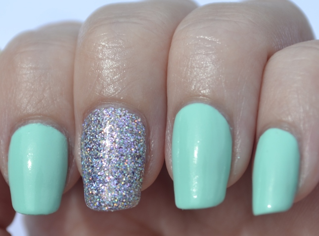 31DC-Day-17-mint-and-holo-glitter-3