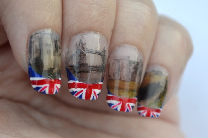 31DC-Day-28-flag-and-landmark-nails-2
