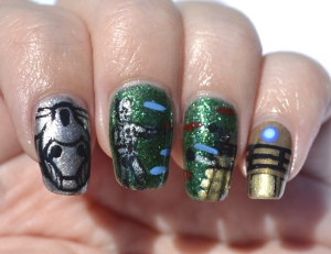 31DC-Day-31-Dalek-vs-Cybermen-nails-3