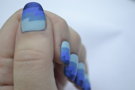 31DC-Day-5-blue-zigzag-nails-3