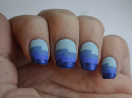 31DC-Day-5-blue-zigzag-nails-4