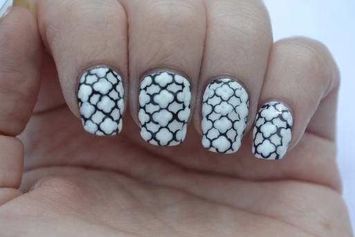 31DC-Day-7-Quatrefoil-nails-1