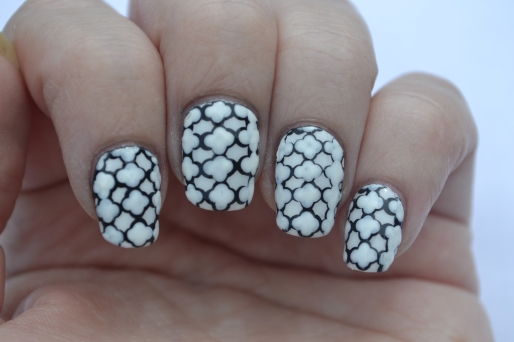 31DC-Day-7-Quatrefoil-nails-2