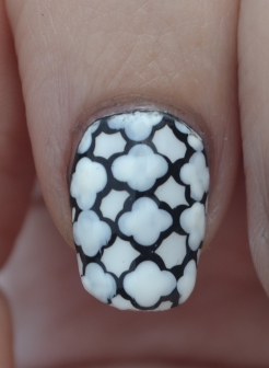 31DC-Day-7-Quatrefoil-nails-4