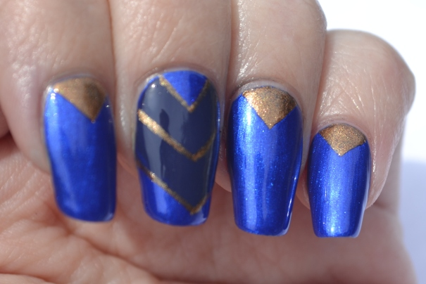 OMD2-Day-20-blue-and-gold-chevron-nails-2