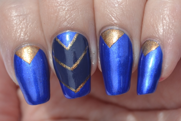 OMD2-Day-20-blue-and-gold-chevron-nails-3