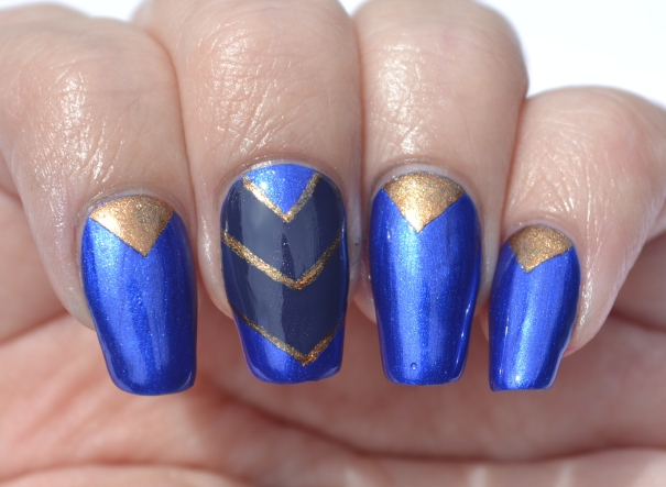 OMD2-Day-20-blue-and-gold-chevron-nails-4