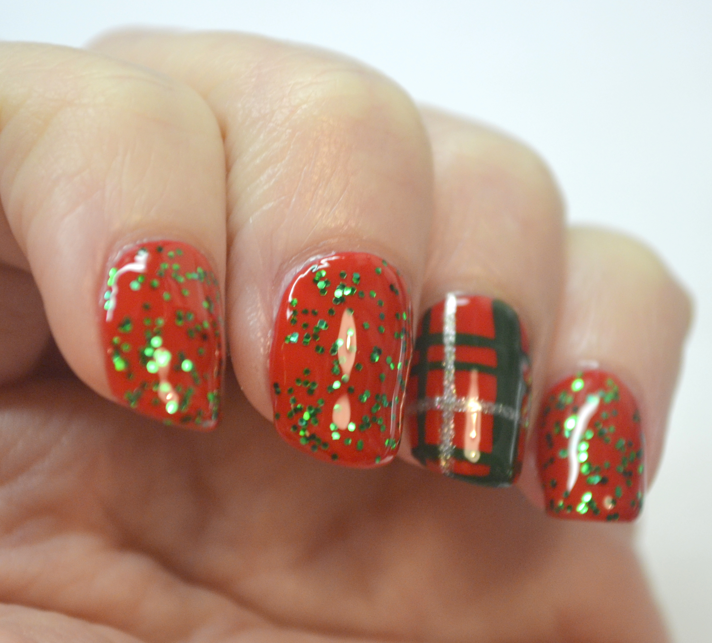 Christmas Nails Green And Red: CYNA 12 Days Of Christmas, Day 7-Red And Green