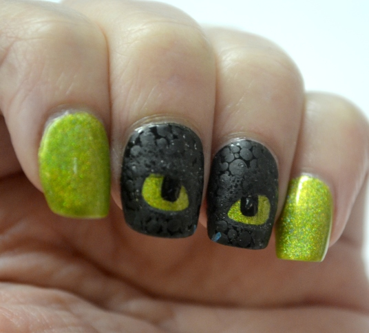 How-To-Train-Your-Dragon-Toothless-nails-3