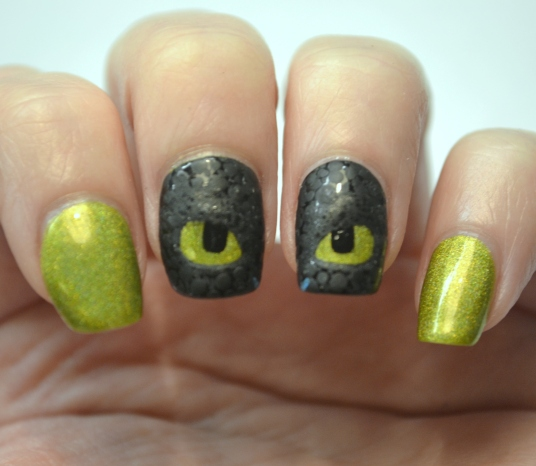 How-To-Train-Your-Dragon-Toothless-nails-5