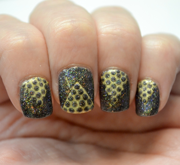Day-4-Black-and-Gold-chevron-and-dots-1