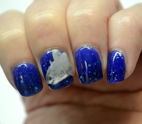 Day-7-Glittery-shark-week-nails-3