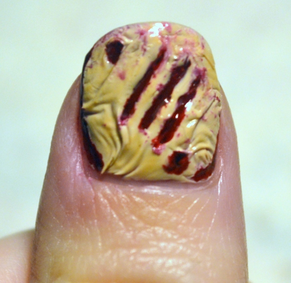 Bloody-Halloween-nails-4