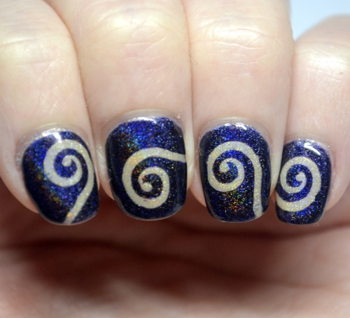 Blue-nude-vinyl-spiral-mani-1