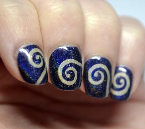 Blue-nude-vinyl-spiral-mani-2