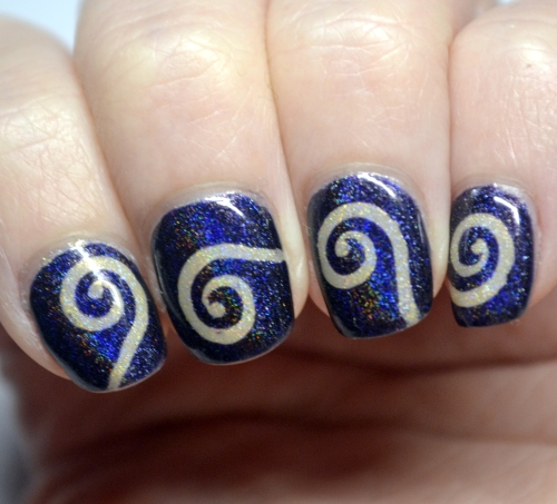 Blue-nude-vinyl-spiral-mani-3